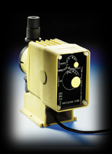 Electromagnetic dosing pump manually-regulated